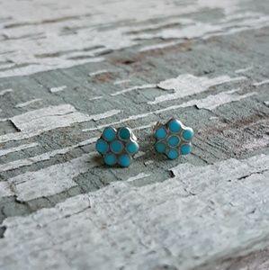 Jewelry - Vintage turquoise stud flower earrings